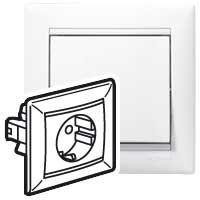 Legrand Valena 2P+F csatlakozóaljzat monoblokk, fehér 774423
